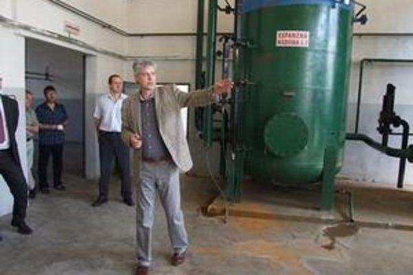 Zástupcovia spoločnosti, ktorá vyrába a predáva teplo v plynovej kotolni na Podbrezinách. Na mestskom zastupiteľstve informovali poslancov, že cena tepla sa odvíja od cien plynu na svetových trhoch.