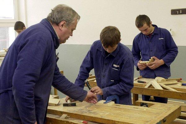 Niektorí žiaci sa už v strednej škole budú pripravovať pre konkrétne firmy.