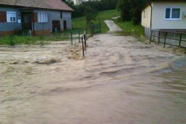 Ani najstarší obyvatelia Gôtovian nezažili takú povodeň, ako v posledný júlový deň. Večer a v noci sa v dedine dalo člnkovať.