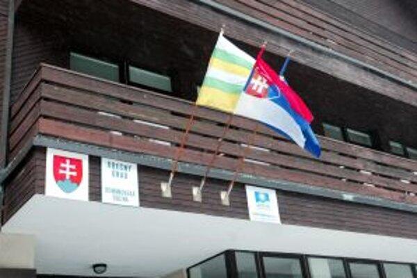 Rovnako ako pred štyrmi rokmi sa aj teraz objavili podozrenia, že sa na obecnom úrade v Demänovskej Doline ľudia prihlasovali pred voľbami na trvalý pobyt.