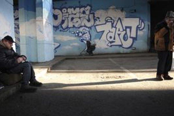 Ružomberskí bezdomovci nevyhľadávajú pomoc na úradoch, nechodia ani do útulku. Väčšinou sa pohybujú v opustených priestoroch.