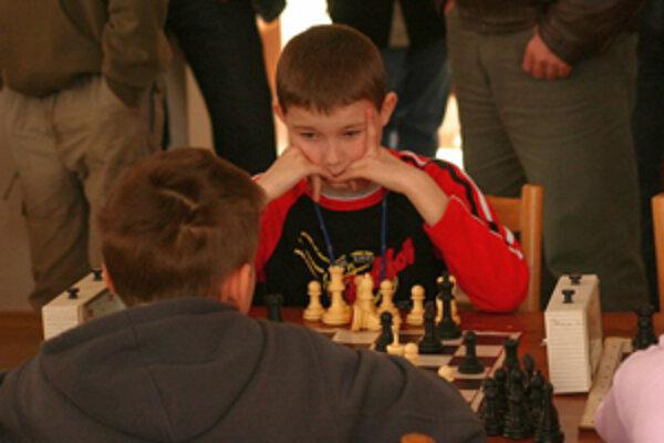 Už prváci a druháci poznajú pravidlá šachu.