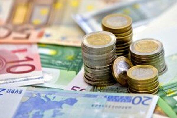 O viac ako tisíc eur nižší plat bude mať od dnes ružomberský primátor Ján Pavlík.