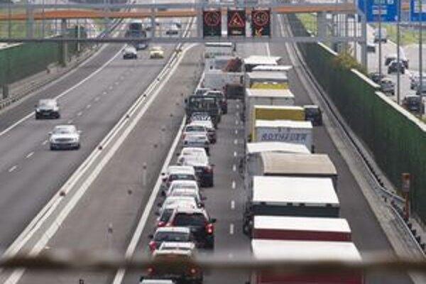 Pre chýbajúcu diaľnicu na severe Slovenska sa firmy do regiónu nehrnú. Kým nebude vybudovaná diaľnica, nebudú vznikať ani pracovné miesta.