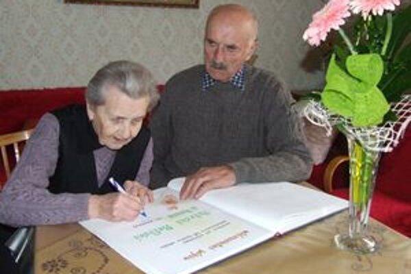 Diamantoví manželia Beťkovci sa zapísali aj do pamätnej knihy Závažnej Poruby.