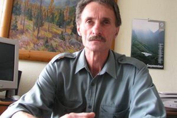 Milan Koreň je jedným z prvých výskumníkov, ktorí avizovali potenciálne negatívne dôsledky ponechania nespracovaných vývratov a polomov. Poukázal na súvislosti medzi povodňami a rizikami vzniku požiarov s premnožením podkôrneho hmyzu.