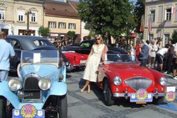 Na Oldtimer Rallye Tatry 2009 sa predstaví viac ako šesťdesiat automobilov a motocyklov.