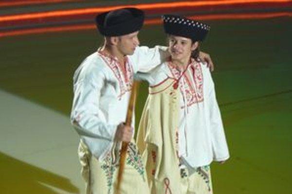 Erik Macko s Jánom Slezákom zaspievali prvýkrát dvojhlasne pieseň  z muzikálu  Na skle maľované.