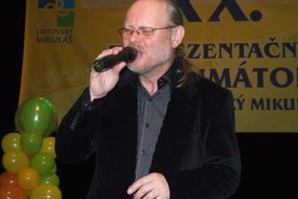Skladateľ, spevák, aranžér a hráč na klávesové nástroje. Narodil 10. októbra 1954 v Karlových Varoch. Na Vysokej škole muzických umení vyštudoval kompozíciu. Je členom legendárnej slovenskej skupiny Elán. V roku 1984 z kapely odišiel, neskôr sa k nej vrát
