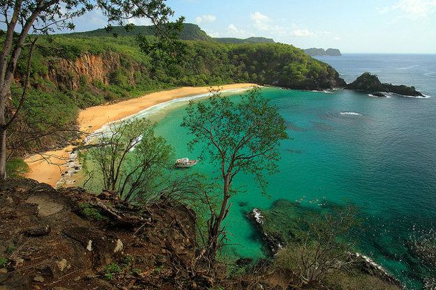 Pláž Baia do Sancho, Fernando de Noronha, Brazília