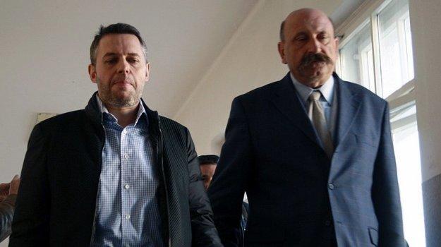 Vľavo bývalý poslanec za Smer Vladimír Jánoš.