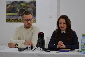 Marta Mochnacká a Peter Reviľák - redaktori a moderátori BTV