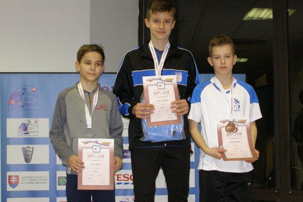 Radoslav Franko (v strede) na stupňoch víťazov