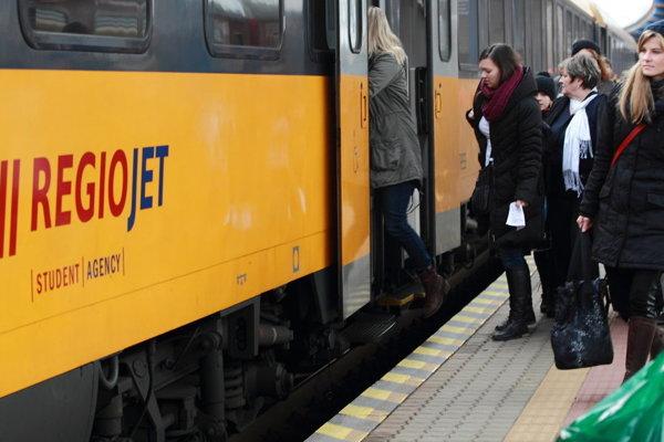 Minulý rok pribudol na trati Bratislava-Komárno milión cestujúcich.