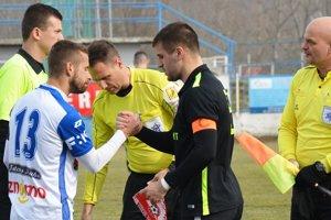 Futbalisti Serede ukončili seriál prípravných zápasov výhrou nad Znojmom. V čiernom drese Martin Mečiar.
