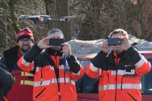 Dron je rýchly a dostane sa do pre človeka ťažko prístupných miest.