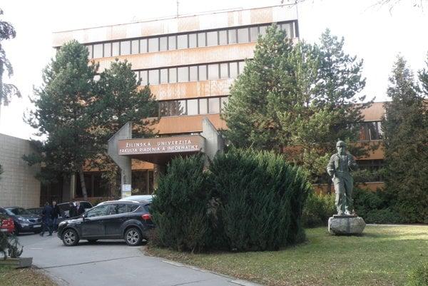 Bude raz okresný úrad sídliť v tejto budove, v ktorej je v súčasnosti vysoká škola?