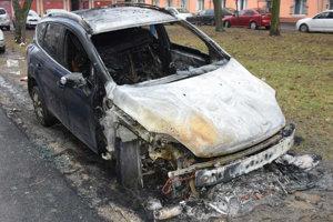 Zhorený Ford Kuga poputuje do šrotu.