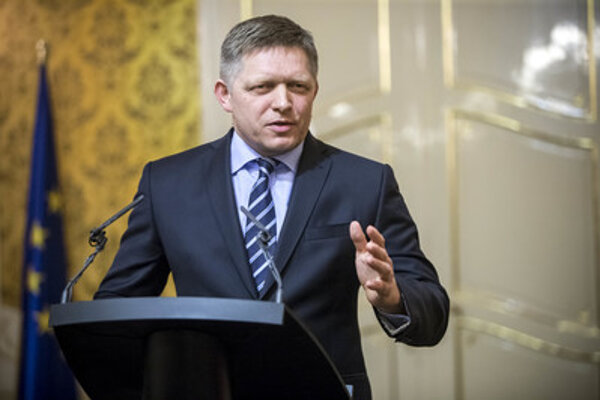 Premiér Robert Fico začal utečencov spájať s teroristickými útokmi.