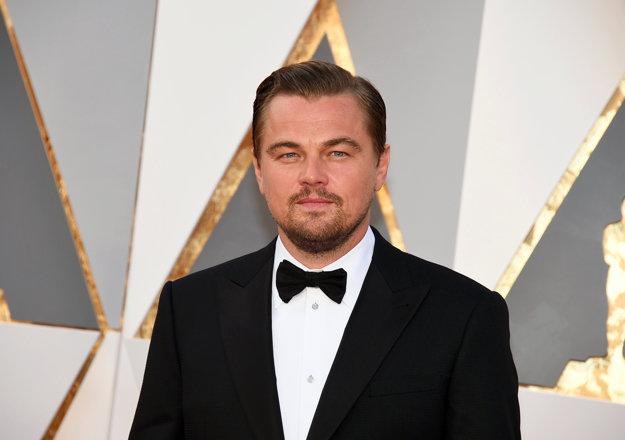DiCaprio na červenom koberci.