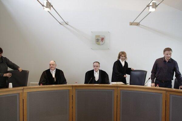 Súdny proces s bývalým lekárom SS Hubertom Zafkem museli odročiť.