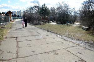 Známu panelovú cestu využíva pri svojich cestách do prírody množstvo Košičanov.