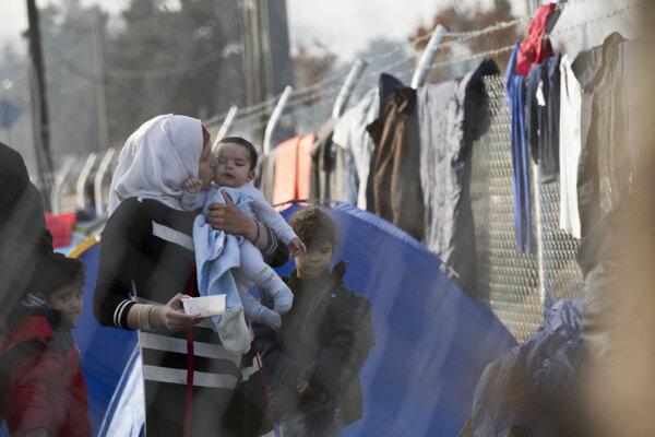 Utečenci uviazli na hranici.