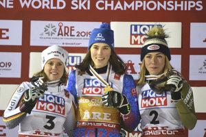 Zľava Viktoria Rebensburgová, Petra Vlhová a Mikaela Shiffrinová.