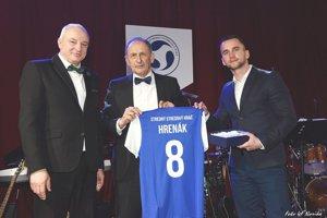 Michal Hrenák (vpravo) - najlepší stredný stredový hráč.