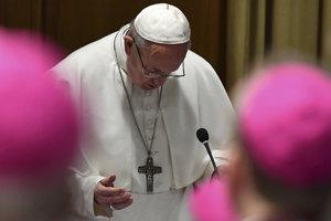 Summit sa začal rannou modlitbou a krátkym príhovorom pápeža vo vatikánskej Synodnej aule.