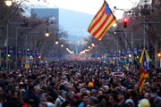 Katalánci vyšli opäť do ulíc.
