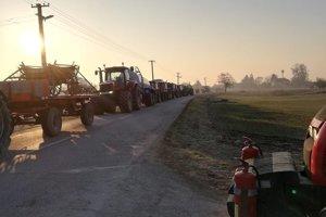 Traktory na ceste z Kolárova do Bratislavy.