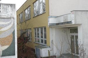 Budova budúcej zdravotníckej školy v Prievidzi.