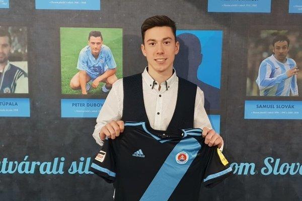 Adam Matoš sa upísal Slovanu do roku 2021.