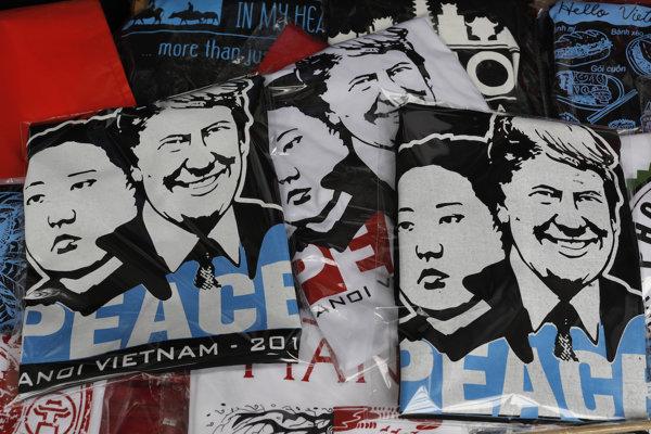 Vietnamskí predajcovia tričiek si od summitu sľubujú lepší predaj. Čo očakávajú mocnosti?