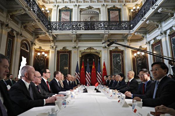 Americkí a čínski vyjednávači v Bielom dome.