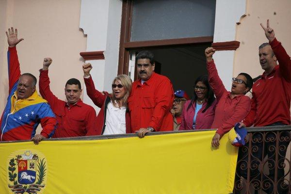 Venezuelská viceprezidentka Delcy Rodríguezová tretia sprava.