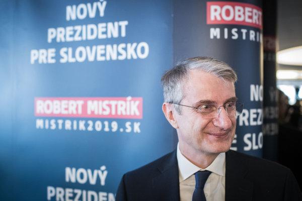 Robert Mistrík odstúpil v prospech Zuzany Čaputovej.
