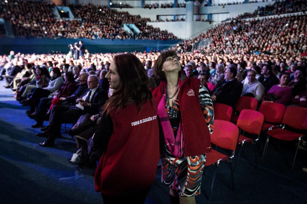 Na stretnutie s predsedom strany Smer Robertom Ficom a jej ďalšími predstaviteľmi prišlo do Bratislavy 4 500 ľudí.