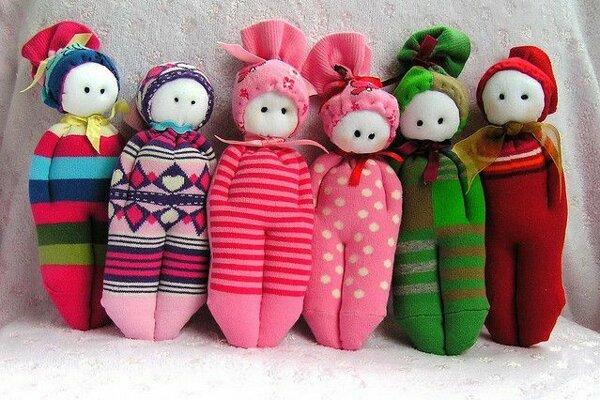 V Bábkovom divadle na Rázcestí si budú môcť deti vyrobiť takéto nádherné maňušky z ponožiek.