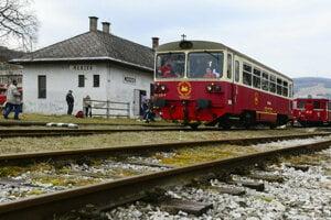 Do Medzeva, odkiaľ pochádza napríklad aj bývalý prezident SR Rudolf Schuster, sa vlakom dostanete iba počas vyhliadkových jázd.