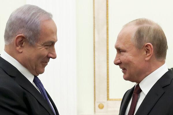 Izraelský premiér Benjamin Netanjahu (vľavo) sa stretol s ruským prezidentom Vladimirom Putinom.
