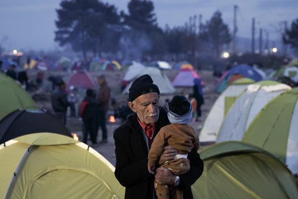 Hraničné mesto Idomeni sa zmenilo na jeden veľký tábor.