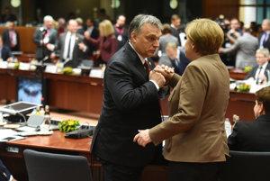 Nemecká kancelárka Merkelová a maďarský premiér Orbán v Bruseli.