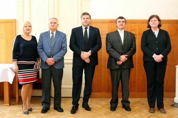 Zľava Tatiana Švecová, Ján Pituch, Vasiľ Kolesár, Ondrej Dovalovský a Miriam Dovalová.