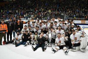 Michalovskí hokejisti obhájili prvoligový titul a čaká ich baráž o extraligu.