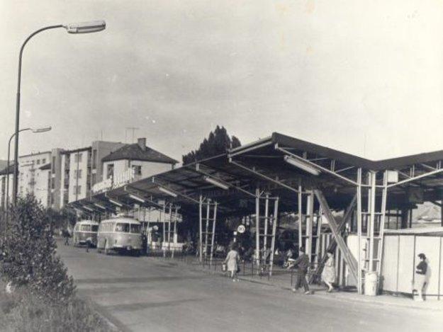 Autobusová stanica na Hronskom predmestí ešte o pár rokov skôr.