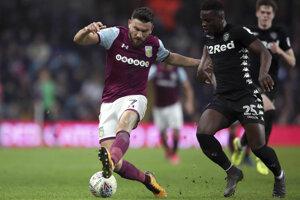 Hráča Aston Villy udrel fanúšik do hlavy.