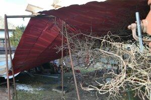 Strecha skončila pred domom.
