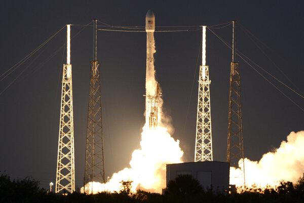 Raketa odštartovala krátko po polnoci z piatka na sobotu z Mysu Canaveral.